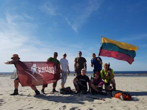 Kertamkampietiškai užbaigiame šią 136 km epopėją – su vėliavomis ir dainomis