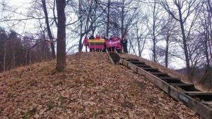 Karmazinų piliakalnis
