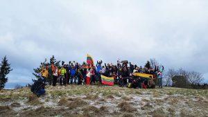 Mes – aukščiausiame šalies taške, Visa Lietuva – ant mūsų delnų.