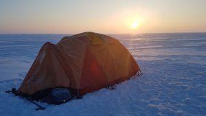 Nakvynės namas ant marių ledo