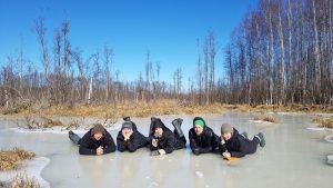 Išbandome pelkės ledo tvirtumą