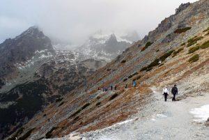 """""""Kalnų keteros kerėjo keliautojus. Kleketuodami kilome kažkelintą kilometrą košiami keturvėjų."""""""