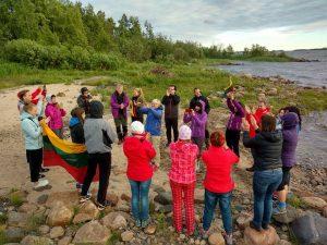 Tautišką giesmę liepos 6-tąją giedojome drauge su viso pasaulio lietuviais.