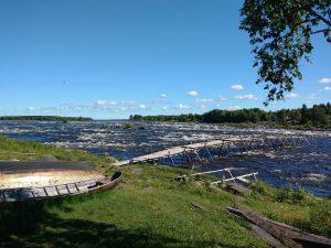 Trečia diena. Pakeliui i Ä negalėjom nepasigrožėti galinga Torniojoki upės Kukkola forsen rėva.