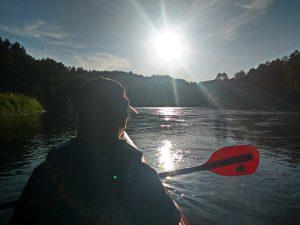 Rytinis rūko šokis upėje :) Vien dėl tokio vaizdo buvo verta plaukti :)