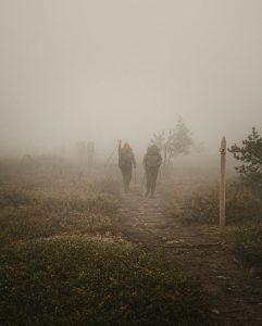 Rūko ir debesų piemenų apšokinėti, išnyrame šiek tiek kitokie – sidabro lašiukais pasidengę