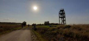 Sirvėtos apžvalgos bokšto arkos šešėlyje