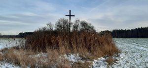 Kryžius iš siauruko geležinkelio bėgių